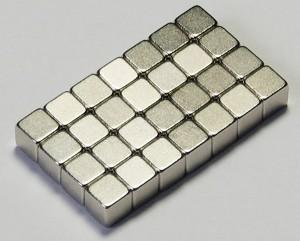 Foto portada: El hierro de una escala nano adquiere propiedades magnéticas en un campo magnético.
