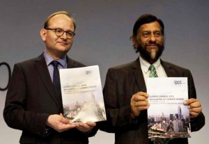 El expresidente de IPCC, Rajendra Pachauri (dcha.), y Ottmar Edenhofer, copresidente del IPCC.