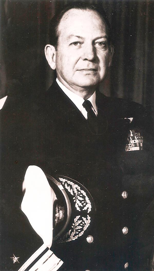 Real Almirante William S. Guest. Comandante Task Force 65.