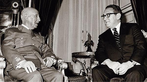 Francisco Franco y Henry Kissinger.