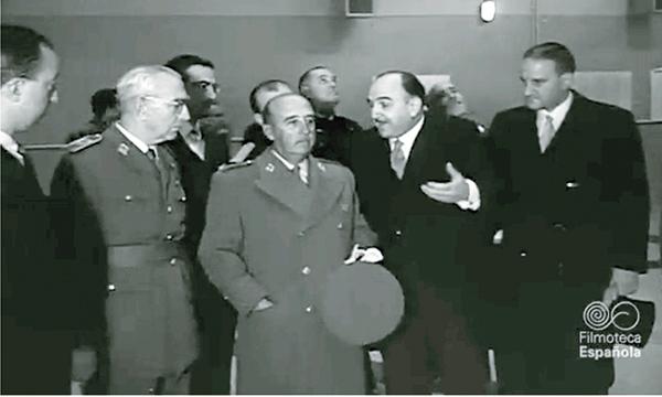 El General Franco y Otero de Navascués en la inauguración de JEN, Junta de Energía Nuclear. 27 de Noviembre de 1958.