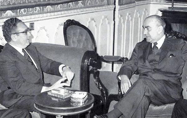 Reunión entre Carrero Blanco, vicepresidente del gobierno franquista y Henry Kissinger, Secretario de Estado Americano, en Madrid, 19 diciembre 1973.