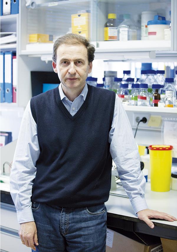 ALBERTO ORFAO Catedrático de la Universidad de Salamanca, investigador principal del Centro de Investigación del Cáncer (CIC-IBMCC). Galardonado con el III Premio en Biomedicina Aplicada de la Fundación Valdés-Salas, que reconoce investigaciones empleadas con éxito por una empresa (Cytognos SL).