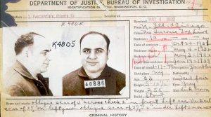 """Foto portada: El""""carnet"""" de preso de Al Capone."""