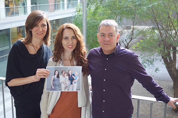 De izquierda a derecha los investigadores Erika Barba, Susanna Carmona y Òscar Vilarroya. En la foto interior, Susanna Carmona, Erika Barba y Elseline Hoekzema.
