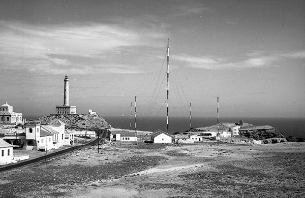 Estación costera de Cabo de Palos Radio, sobre los años sesenta del siglo pasado. (Foto: cortesía del Archivo Regional de la Región de Murcia).