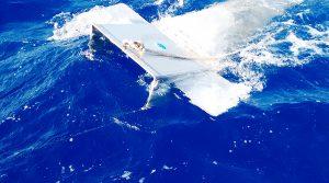 Foto portada: Red de muestreo de plásticos superficiales, denominada Manta Trawl net.