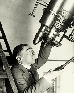 Foto portada: José Comas Solá en su observatorio.