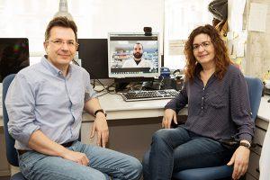Foto portada: Raúl Méndez y Cristina Fillat; en la pantalla del monitor, Eneko Villanueva, autor de la tesis.