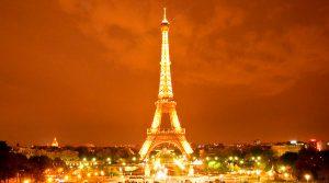 Foto portada: La torre Eiffel, joya nocturna de la cité lumière.